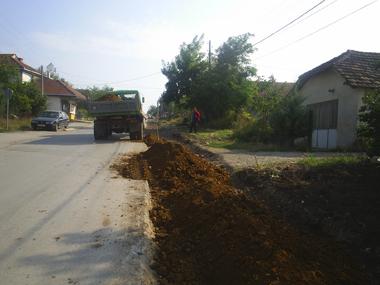 Се поставуваат тротоари во Карпош