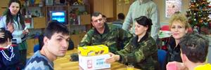 Војници се дружеа со хендикепираните деца