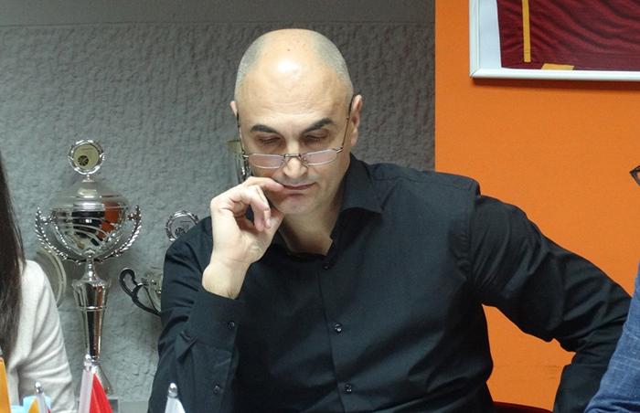 Наумовски го повика Дамјановски да не меша политика и спорт