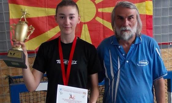 Кумановскa пингпонгарка на Балканско првенство во Бугарија