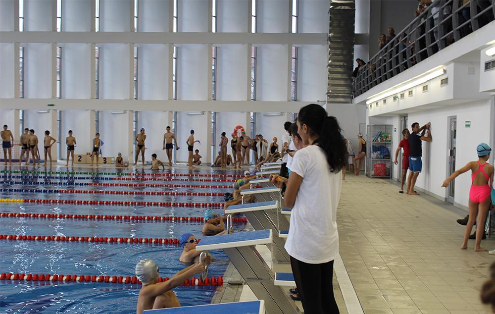 На градскиот базен се одржа Новогодишен пливачки маратон