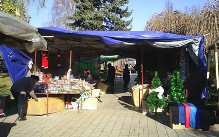 Новогодишно пазарче без диви продавачи?