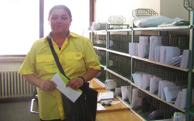 Во Куманово пошта разнесуваат и жени поштари