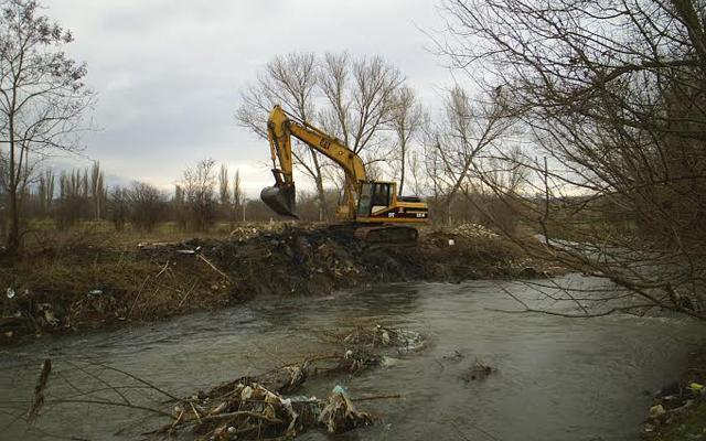 Се чистат реките во кумановско