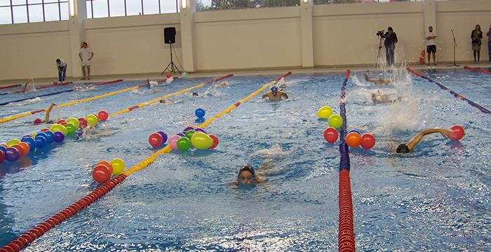Само оние што знаат да пливаат ќе скокаат по крстот во затворениот базен