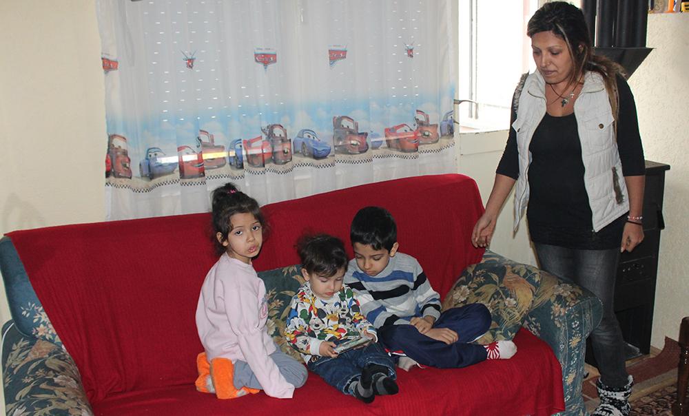 Самохрана мајка со три деца заборавена од државата