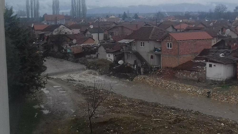 Браните Липково и Глажња преполни, постои ли опасност од поплави