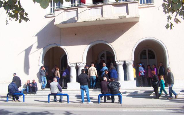 Пазарџии протестираа пред општината