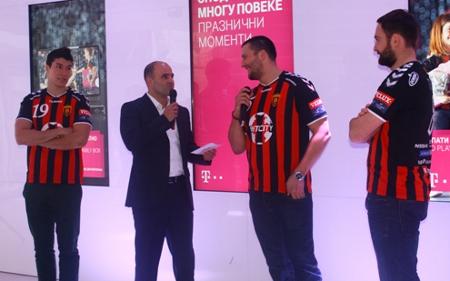 """""""Вардарци"""" во новогодишната кампања на Македонски Телеком и Т-Мобиле"""
