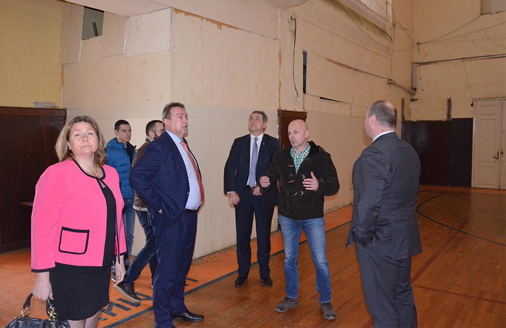 Чешка ќе даде пари за изградба на тоалети во училиштето во Клечовце