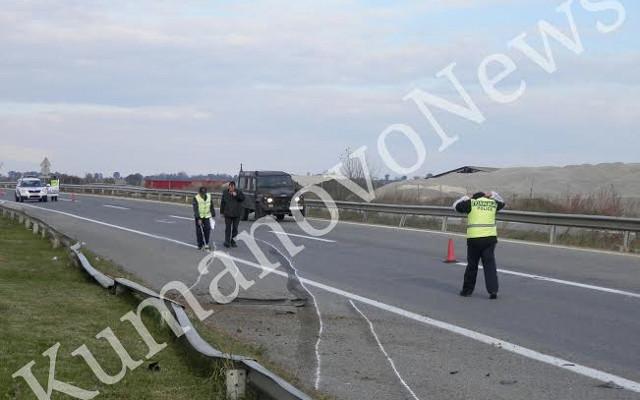 БМВ удри во банкина на автопат, еден загинат четворица повредени