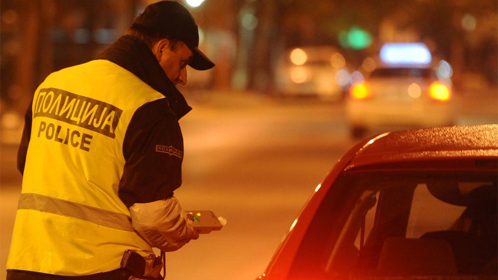 Фрлал ѓубре од кола, па се степал со полицајци