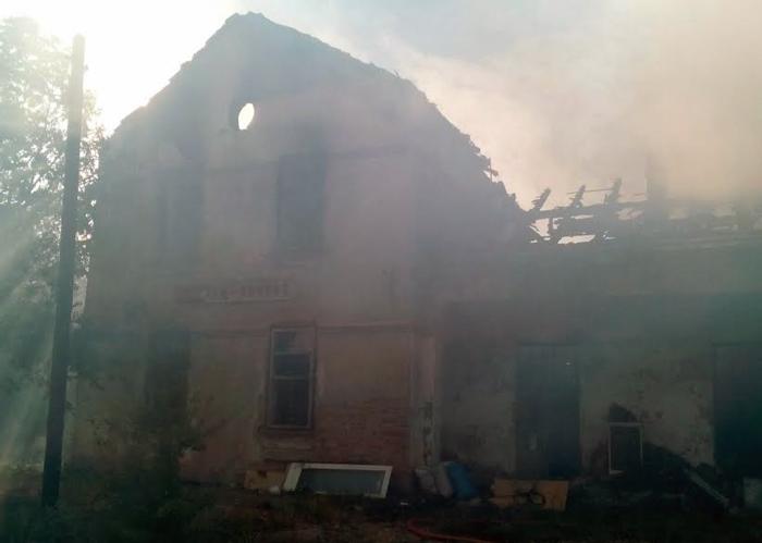 Изгоре дом на тричлено семејство на железничката станица во Речица