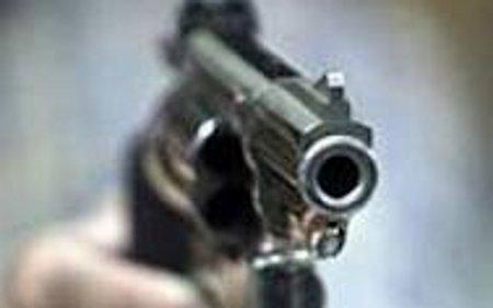 Татко пукал во прозорец на синот