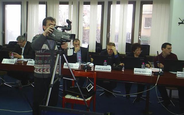 Се снимаат седниците на Советот на општина Куманово
