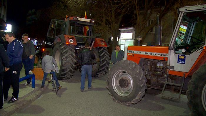 Тракторист нападнат на протестниот марш во Куманово