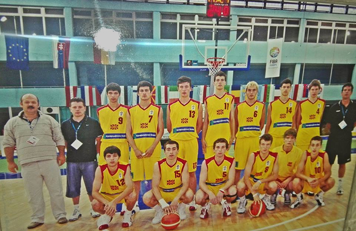 Дали ги препознавате трите кошаркари на Куманово во сликата на Тајзи?