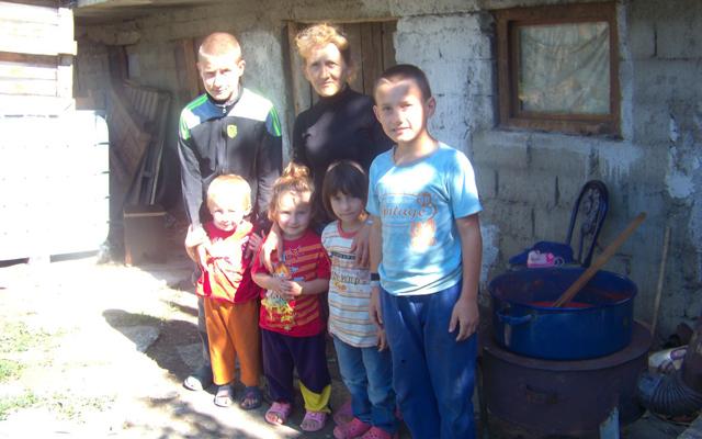 Семејството Арсовски со осум деца едвај врзува крај со крај